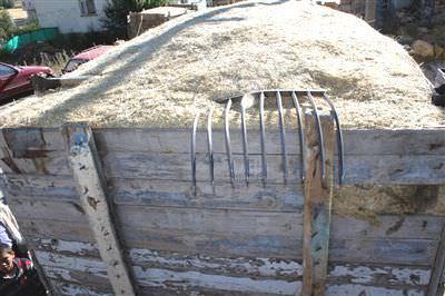 Saman kıtlığı, fiyatları balya başına 12 liraya kadar çıkardı