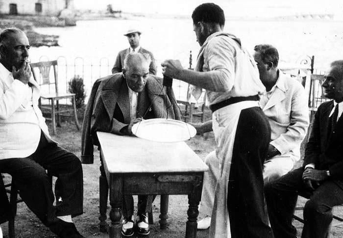 Resimlerle Atatürk