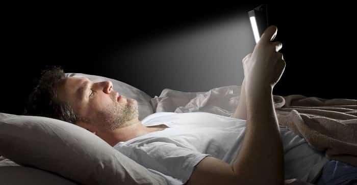 Cep telefonu ışığı beynimizi ve vücudumuzu nasıl etkiliyor?