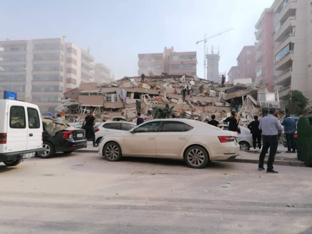 Ege Denizi'nde Deprem: Yıkılan Binalar Var