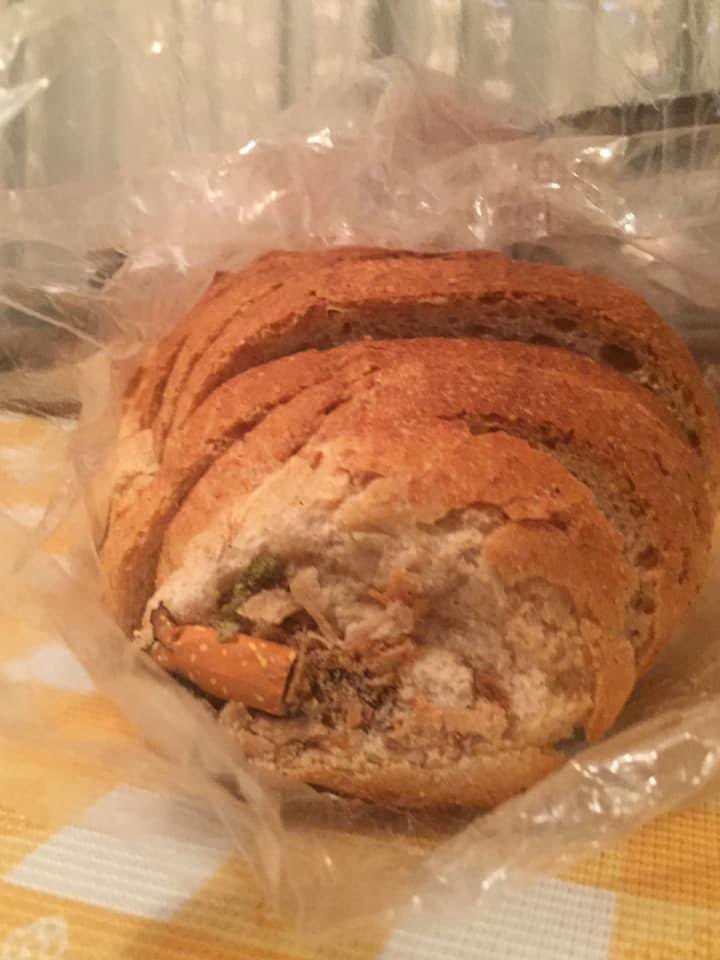 BİM'den aldığı ekmeğin içinden çıkanı görünce şoke oldu!