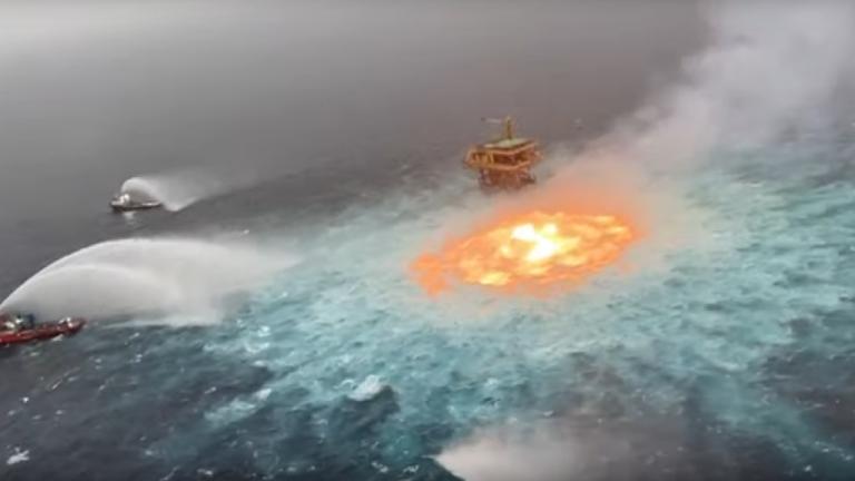 Meksika Körfezinde Petrol Boru Hattı Patladı [Video]